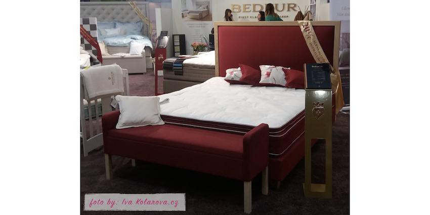 """A toto je postel ve které vás čeká ráno znovuzrození. Její výplň je z koňských žíní, které působí, jako """"ventilace"""" pro tělo v době spánku."""